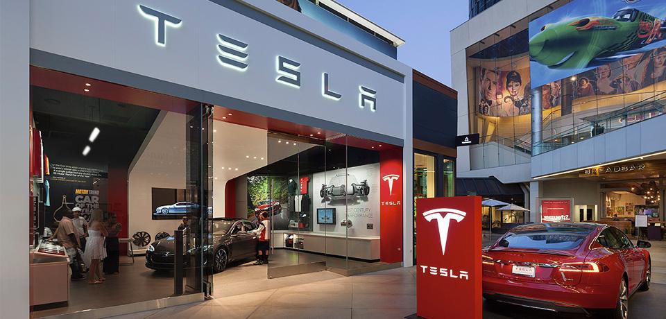 Шоу-рум Tesla в торговом центре.jpg