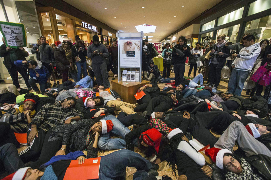black-friday-shoppers.jpg