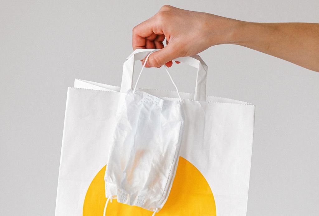 бумажный пакет и маска.jpg