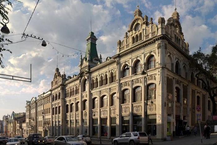 Здание ГУМа во Владивостоке